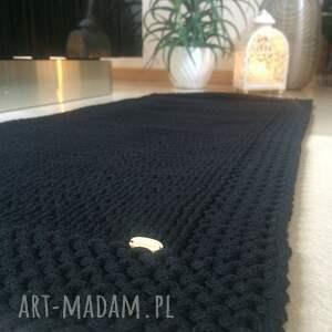 chodnik piękny chodniczek w ramie, wykonany na drutach