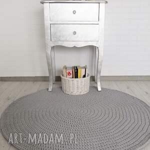 okrągły dywan o średnicy 110