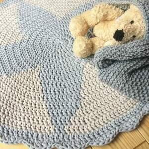 gwiazda okrągły dywan z falbanką wykonany
