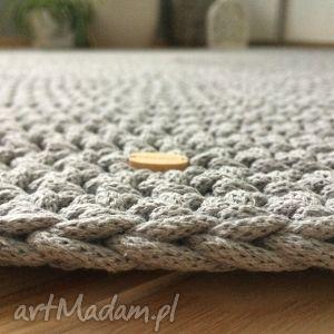 gustowne okragły piękny okrągły dywan, wykonany szydełkiem