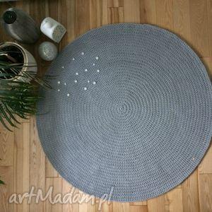 okragły okrągły dywan ze sznurka
