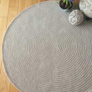 ze sznurka okrągły dywan