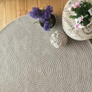 ze sznurka okrągły dywan ze