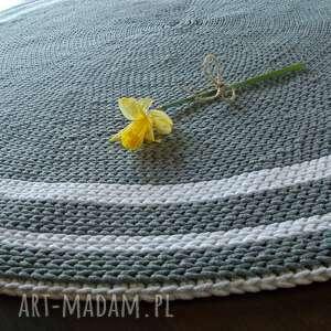 białe dywan ręcznie robiony