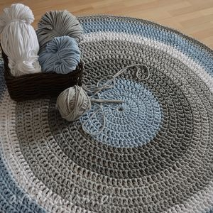 ręcznie robiony okrągły dywan