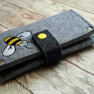 unikatowe etui filcowe na telefon - pszczółka