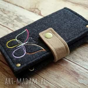 ręcznie zrobione etui prezent filcowe na telefon - motylek