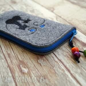 ręcznie wykonane etui smartfon przedmiotem sprzedaży jest widoczne na zdjęciu