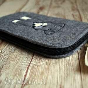 handmade etui filcowe na telefon - haftowany