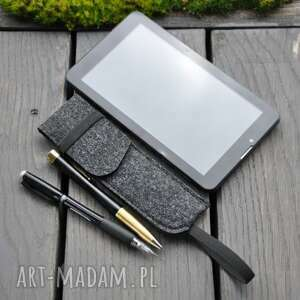ciekawe etui na długopisy z gumką na notes