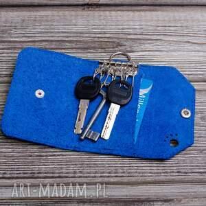 awangardowe etui kluczówka ręcznie robione skórzane na