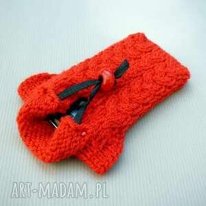 pomarańczowe etui telefon sweterek na smartfona
