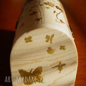 beżowe etui wypalanie winorośl i motyle - ręcznie