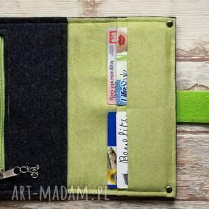 zielone portfel filcowy