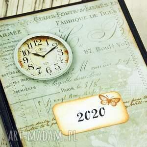 brązowe książkowy kalendarz na rok 2020 ozdobiony