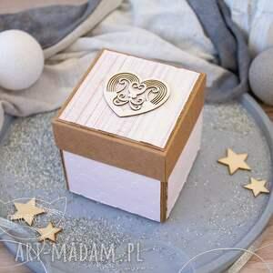 beżowe kartki na urodziny eksplodujące pudełeczko z aniołkiem