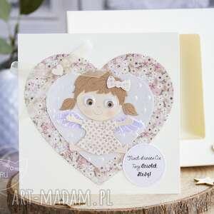 beżowe kartki kartka z aniołkiem w pudełeczku