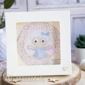 różowe kartki kartka na roczek z aniołkiem w pudełeczku