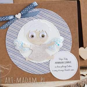 brązowe kartki pamiątka narodzin kartka z aniołkiem w pudełeczku