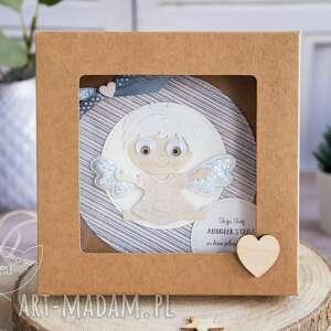 wyraziste kartki roczek kartka z aniołkiem w pudełeczku