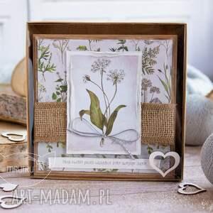 białe kartki naturalna kartka zielnika mrufru w pudełeczku