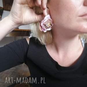 Ruda Klara klipsy lekkie beżowe jesienne kwiatowe
