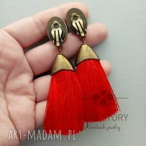 czerwone klipsy z czerwonymi chwostami