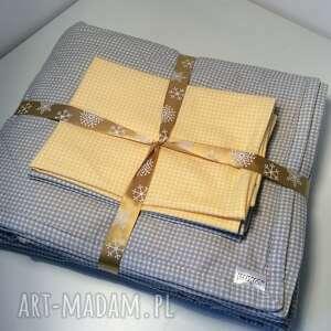 narzuta koce i narzuty żółte na łóżko szaro