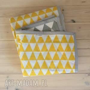 szare koce i narzuty trójkąty narzuta szaro-żółta 130x230cm