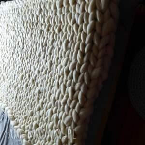 koce i narzuty pled dziergany z wełny