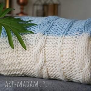 białe narzuta wełniany niebiesko biały