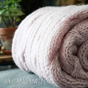 narzuta koce i narzuty różowy pled wykonany z wysokogatunkowej 100%