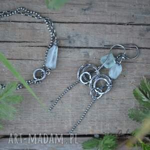 niebieskie akwamaryn bryłka akwamarynu i srebrne koła