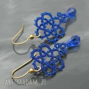 niebieskie kolczyki drobne, koronkowe z kryształkami