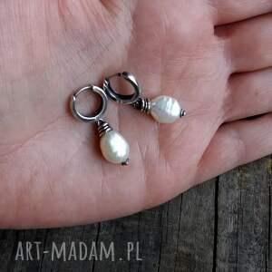 oryginalne kolczyki minimalistyczne delikatne z perłami