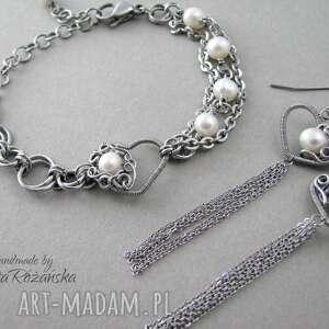 beżowe kolczyki długie serca z perłami