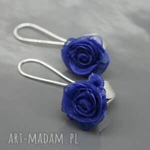 atrakcyjne kolczyki english roses - granatowe