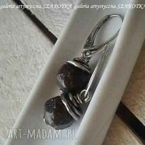 grubo ciosane kolczyki z granatu i srebra - wiszące srebro oksydowane