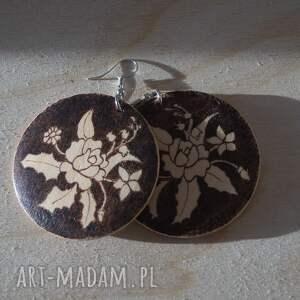 brązowe kolczyki ikebana motyla - ręcznie wypalane