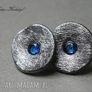 ręcznie zrobione kolczyki cyrkonie kapsle blue