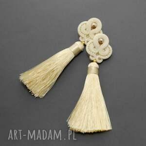 ręczne wykonanie kolczyki sznurek kremowe sutasz ze
