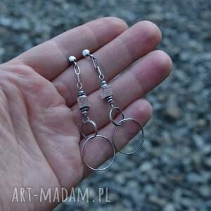 wyraziste kolczyki srebro kwarc różowy i koła.