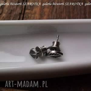oksydowane kolczyki (sztyfty) w kształcie liści wielkości