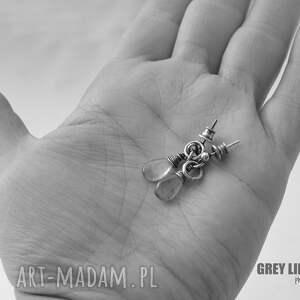 unikatowe kolczyki srebro małe surowe z labradorytem