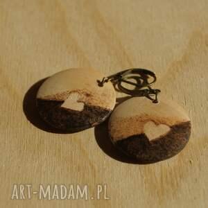 brązowe kolczyki minimalizm mini śliwa - ręcznie wypalane