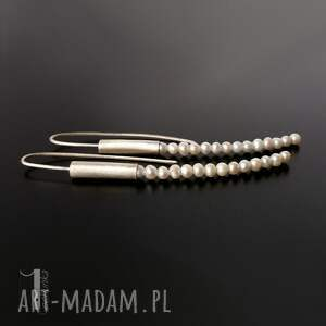 długie kolczyki białe mist i srebrne z perłami