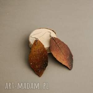pomarańczowe kolczyki ogniste liście