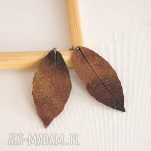 pomarańczowe liście kolczyki w formie liści wykonane z wysokiej