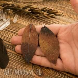 kolczyki liście brązowe ogniste kolczyi