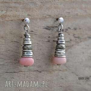 beżowe kolczyki opal różowy i piryt